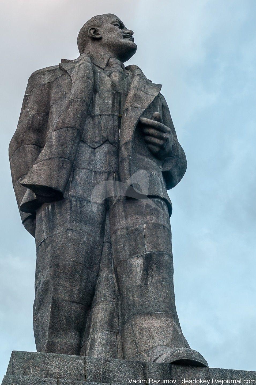Памятник В.И.Ленину, ск.С.Д.Меркуров, гранит, 1934г.