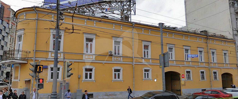 Городская усадьба XIX в.: — Главный дом, 1839 г., 1875 г.; — Флигель, конец 1820-х — 1830-е гг.