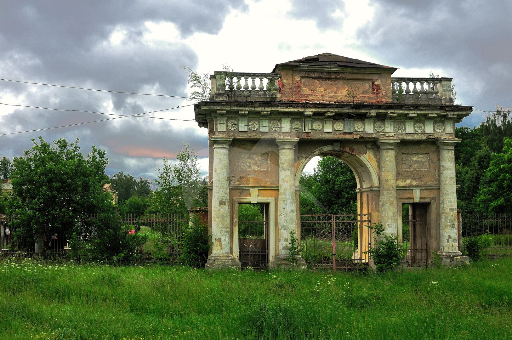 Главные ворота и ограда, усадьба Гребнево, ХVIII-ХIХ вв.