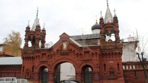 Святые ворота с хозяйственной постройкой, 1879-1899 г., Троицкий-Мариинский монастырь