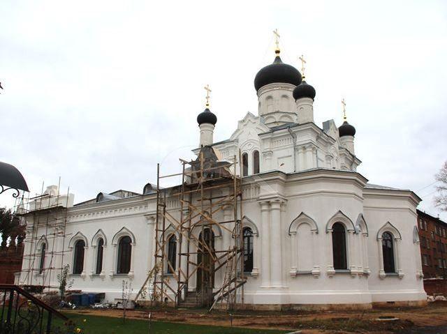 Церковь Святой Троицы, 1880-1883 гг., Троицкий-Мариинский монастырь
