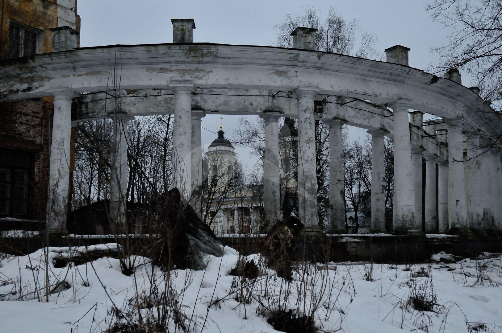 Галерея-колоннада, усадьба Пехра-Яковлевская