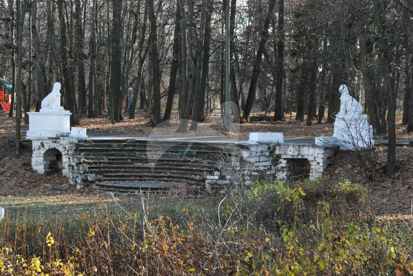 Белокаменная лестница, усадьба Пехра-Яковлевская