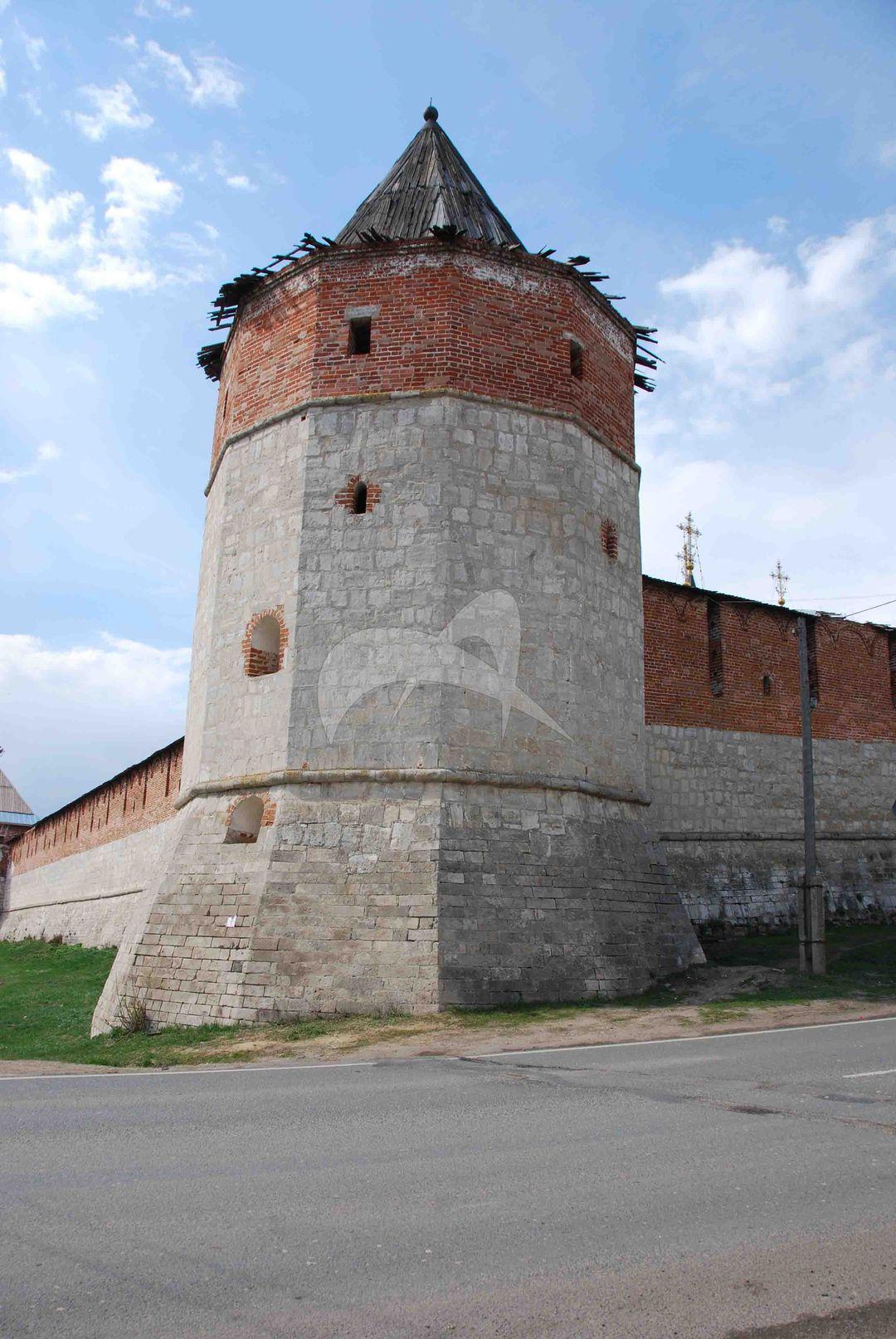 Наугольная (Юго-восточная) башня, XVI в., Ансамбль Зарайского кремля