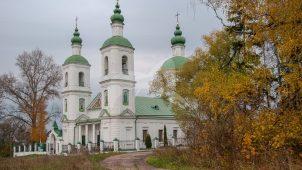 Церковь Воскресения, 1706 г.,  1786 г. — трапезная, парные колокольни; усадьба Молоди (Бестужева-Рюмина), ХIХ в.
