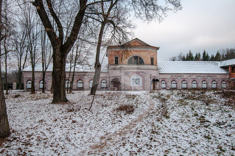 Флигель северный (театр), Усадьба Апраксиных, ХVIII в.