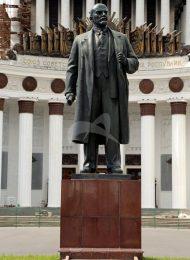 Памятник Ленину В.И., 1954 г., ск. Яцыно П.П., бронза, гранит, комплекс Всесоюзной сельскохозяйственной выставки