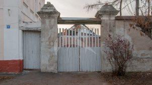 Ворота с надвратной постройкой, середина XIX в., усадьба городская