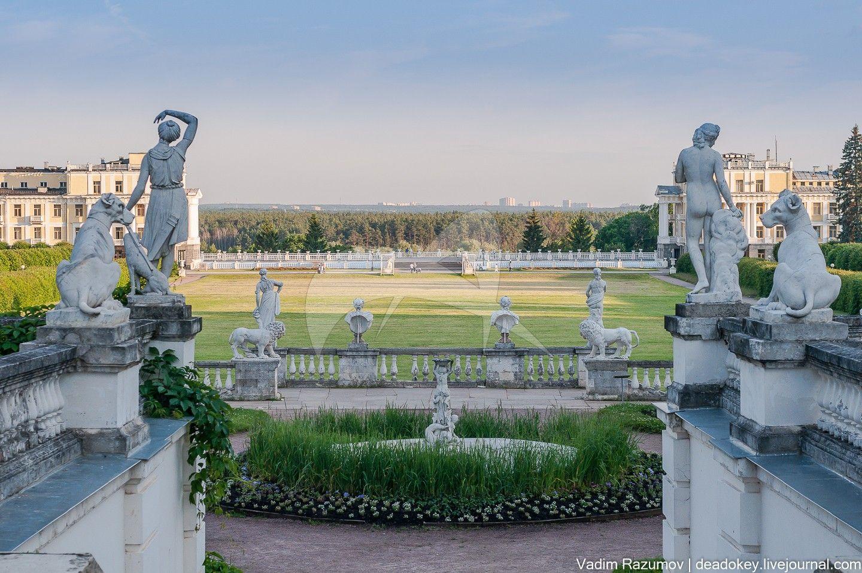 Подпорная стенка средней террасы парка с лестницей, гротом и скульптурой, пруды, ансамбль усадьбы Архангельское