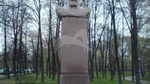 Памятник Н.Е. Жуковскому, 1959 г., скульптор Г.В. Нерода, арх. И.А. Француз
