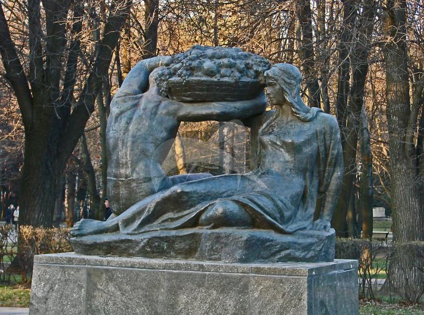 Памятник «Плодородие», 1963 г., ск. В.И. Мухина, Н.Г. Зеленская, арх. И.Е. Рожин, бронза, гранит