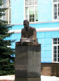 Памятник А.Н. Костякову, 1976 г., ск. Н.Б. Никогосян, арх. Н.П. Сукоян, гранит