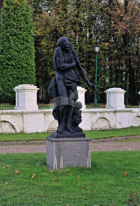 Четыре скульптуры «Времена года», усадьба Петровско-Разумовское, 1760 г., литейщик И. Юст, чугун, гранит