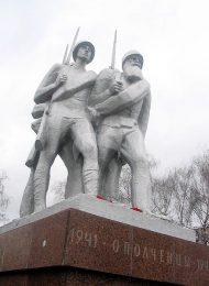Скульптурная группа «Ополченцы», 1974 г., ск. О.С. Кирюхин, арх. Л.П. Ершов, гранит, алюминий, шпиатр