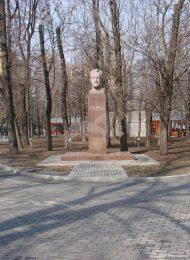 Памятник Н.Э. Бауману, 1972 г., ск. В.Н. Одиноков, арх. В.А. Климов, гранит
