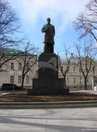 Памятник Н.Э. Бауману, 1931 г., ск. Б.Д. Королев, бронза, гранит
