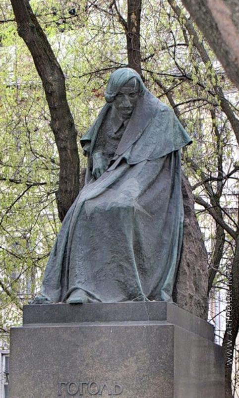 Памятник Н.В. Гоголю, 1909 г., ск. Н.А. Андреев, арх. Ф.О. Шехтель, бронза, гранит