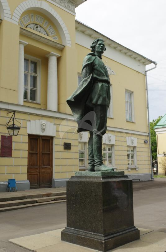Памятник А.М. Горькому, 1956 г., ск. В.И. Мухина, арх. А.А. Заварзин, бронза, гранит