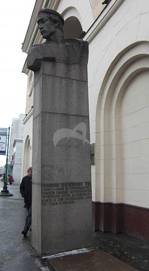 Памятник П.Г. Добрынину, 1967 г., ск. Г.Д. Распопов, арх. В.М. Пясковский, гранит