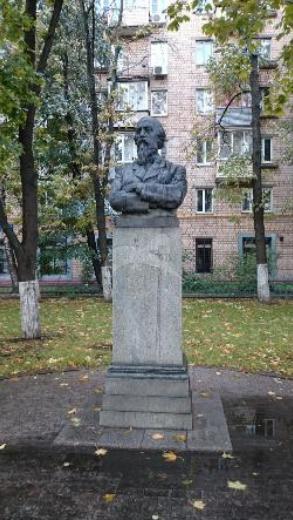 Памятник Н.А. Некрасову, 1960 г., ск. И.М. Чайков, А.А. Усачев, бронза, гранит