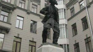 Памятник В.В. Воровскому, 1924 г., ск. И.М. Кац, бронза, мрамор