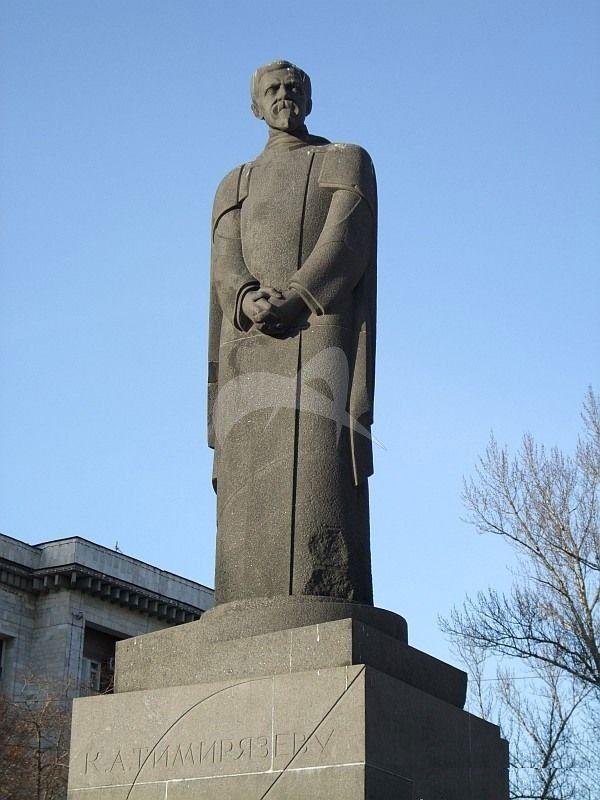 Памятник К.А. Тимирязеву, 1923 г., ск. С.Д. Меркуров, арх. Д.П. Осипов, гранит
