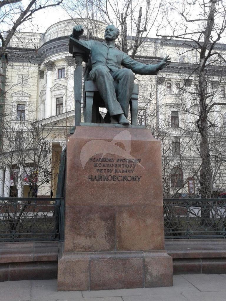 Памятник П.И. Чайковскому, 1954 г., ск. В.И. Мухина, З.Г. Иванова, Н.Г. Зеленская, арх. А.А. Заварзин, бронза, гранит