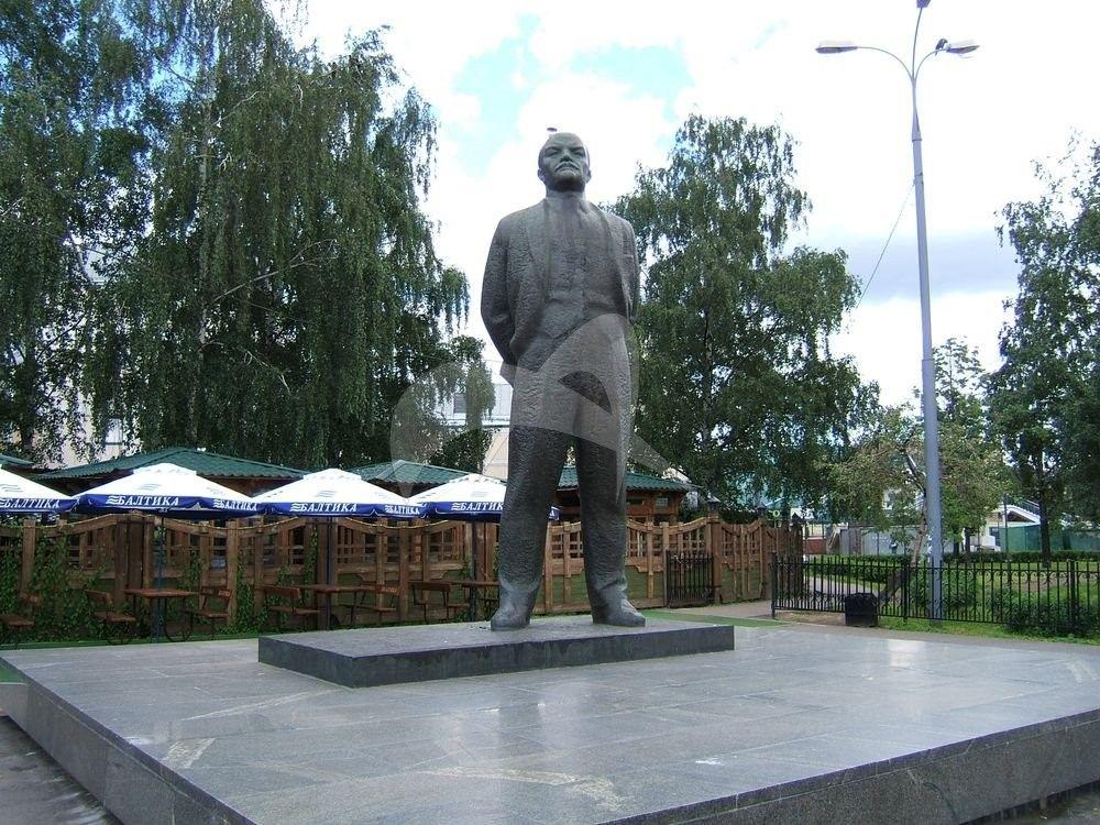 Памятник В.И. Ленину, 1967 Г., ск. Г. Йокубонис, арх. В. Чеканаускас, Б. Белозерский, А.А. Заварзин, бронза, гранит