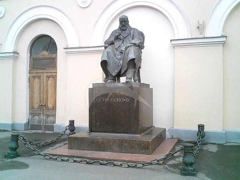 Памятник А.Н. Островскому, 1929 г., ск. Н.А. Андреев, арх. И.П. Машков, бронза, гранит