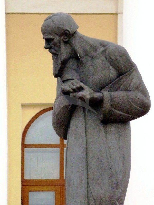 Памятник Ф.М. Достоевскому, 1914 г., ск. С.Д. Меркуров, гранит