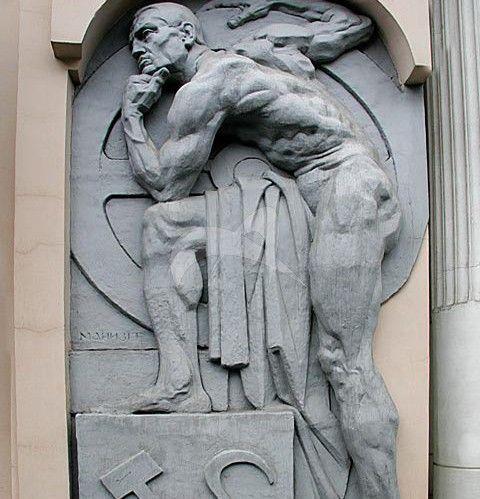 Памятник «Рабочий» (горельеф), 1920 г., ск. М.Г. Манизер, бетон, гранит