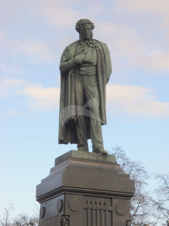 Памятник А.С. Пушкину, 1880 г., ск. А.М. Опекушин, арх. И.С. Богомолов, бронза, гранит