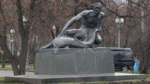 Памятник «Вода», 1957 г., ск. В.И. Мухина, Н.Г. Зеленская, З.Г. Иванова, арх. И.Е. Рожин, шпиатр, гранит