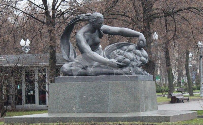 Памятник «Земля», 1957 г., ск. В.И. Мухина, Н.Г. Зеленская, З.Г. Иванова, арх. И.Е. Рожин, шпиатр, гранит