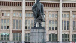 Памятник В.И. Ленину, 1960 г., ск. М.Г. Манизер, арх. И.Е. Рожин, бронза, гранит
