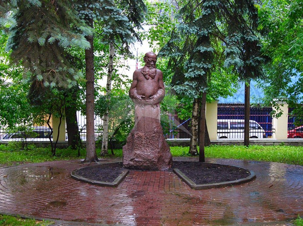Памятник Л.Н. Толстому, 1912 г., ск. С.Д. Меркуров, гранит
