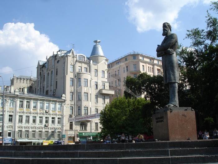 Памятник Фридриху Энгельсу, 1976 г., ск. И.И. Козловский, арх. А.А. Заварзин, А.А. Усачев, бронза, гранит
