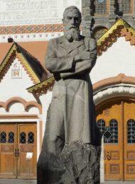 Памятник П.М. Третьякову, 1980 г., ск. А.П. Кибальников, арх. И.Е. Розин, гранит