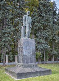 Памятник В.Р. Вильямсу, 1947 г., ск. С.К. Махтин, арх. И.А. Француз, бронза, гранит