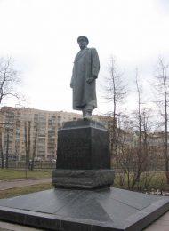 Памятник Ф.И. Толбухину, 1959 г., ск. Л.Е. Кербель, арх. Г.А. Захаров, бронза, лабрадорит