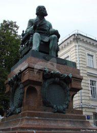 Памятник Н.И. Пирогову, 1897 г., ск. В.О. Шервуд, арх. Ф. Вишневский, бронза, гранит