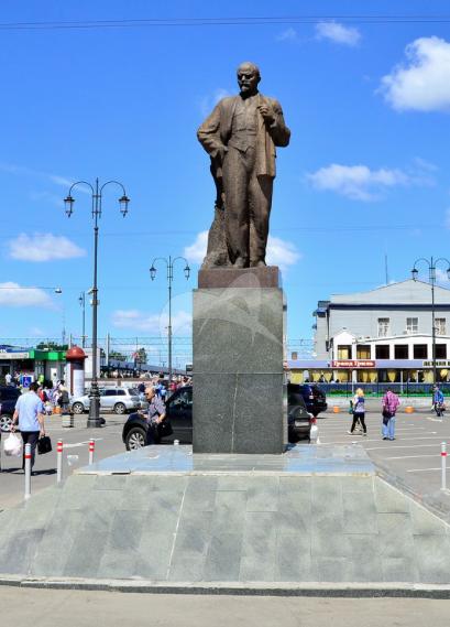 Памятник В.И. Ленину, 1967 г., ск. А.П. Кибальников, арх. В.М. Гинзбург, гранит