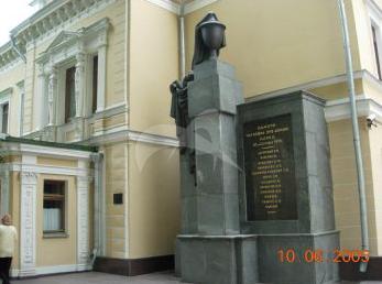 Памятник погибшим при взрыве здания МК РКП(б) 25 сентября 1919 г., 1922 г., арх. В.М. Маят, гранит, металл