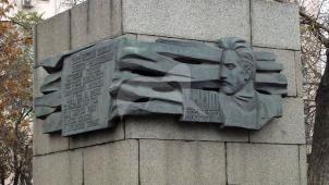 Памятник Н.П. Шмиту, 1971 г., ск. Г.Д. Распопов, В.И. Юдин, арх. Г.П. Карибов, бронза, гранит