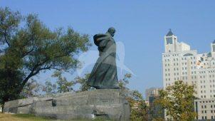 Памятник Т.Г. Шевченко, 1964 г., ск. Ю.Л. Синькевич, М.Я. Грицюк, А.С. Сницарев, Ю.А. Чеканюк, бронза, гранит