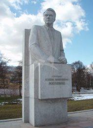 Памятник М.В. Келдышу, 1981 г., ск. Ю.Л. Чернов, гранит
