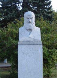 Памятник Н.Е. Жуковскому, 1954 г., ск. М.Г. Манизер, гранит