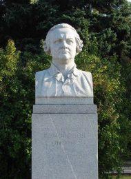 Памятник М.В. Ломоносову, 1954 г., ск. И.И. Козловский, гранит