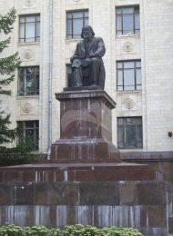Памятник Д.И. Менделееву, 1954 г., ск. А.О. Бембель, бронза, гранит