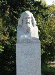 Памятник Д.И. Менделееву, 1954 г., ск. М.Г. Манизер, гранит